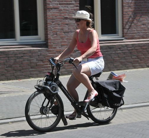 Woman_on_Velosolex.jpg